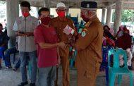 Puluhan Kepala Keluarga di Blang Tuee Terima BLT