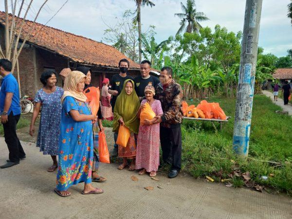 DPC LSM WGAB Karawang Salurkan Bantuan Sembako ke Warga Terdampak Covid-19