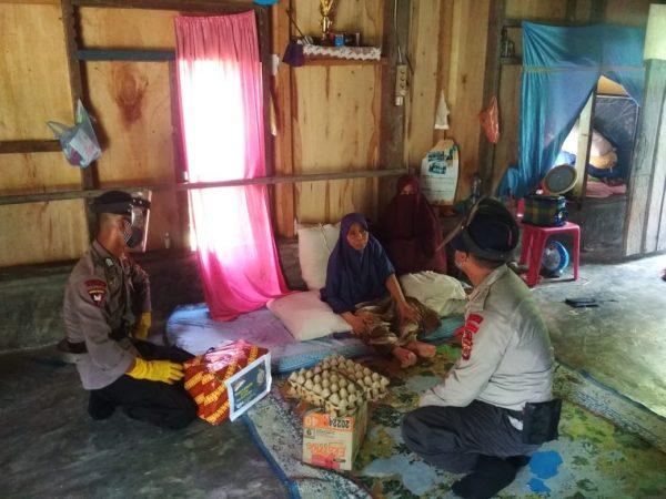 Brimob dan Polres Aceh Utara Warnai Hari Lahir Pancasila dengan Berbagi Sembako untuk Warga Kurang Mampu