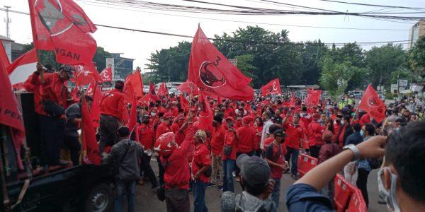 Ribuan Kader PDIP Kota Bekasi Laporkan Pembakran Bendera Partai
